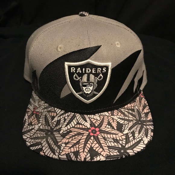 7a4a7c0cbbc08 Oakland Raiders Mitchell And Ness Snapback Vintage.  M 5c0a2cd40cb5aad461d19690